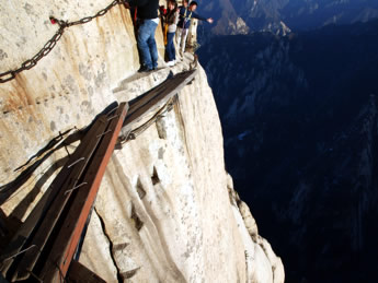 cliff-path-Huashan-China